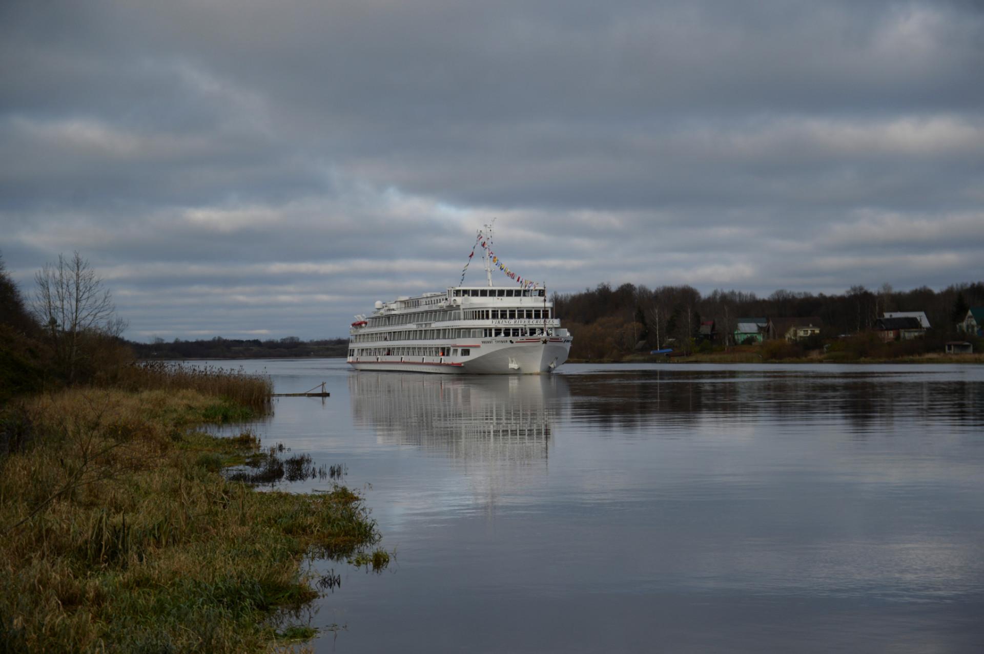 А первой туристической ласточкой, прилетевшей сюда, стал большой теплоход «Викинг Трувор» с 210 пассажирами на борту