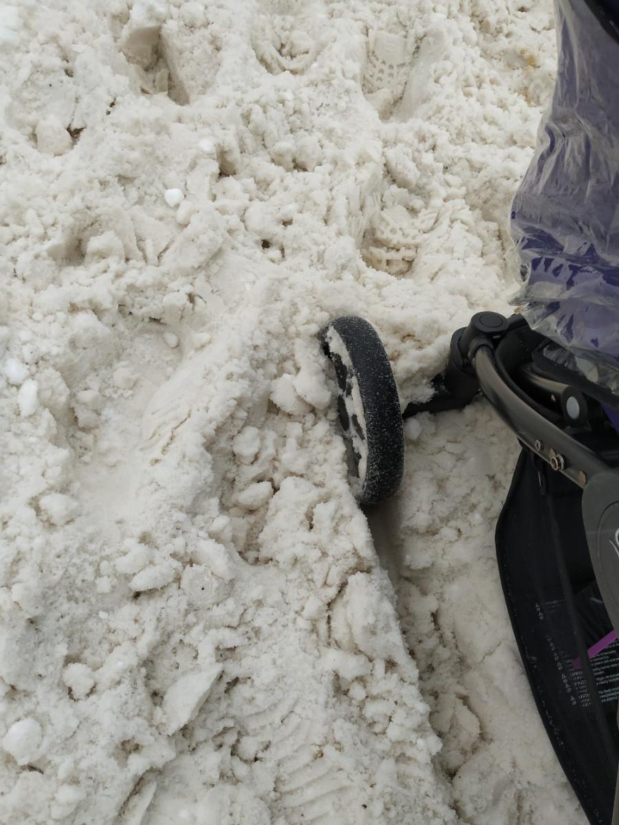 Одно из последних присланный в редакцию онлайн47 фото жительница Сертолово Дарья Фролова сделала по дороге к детскому саду, на улице Молодёжная.