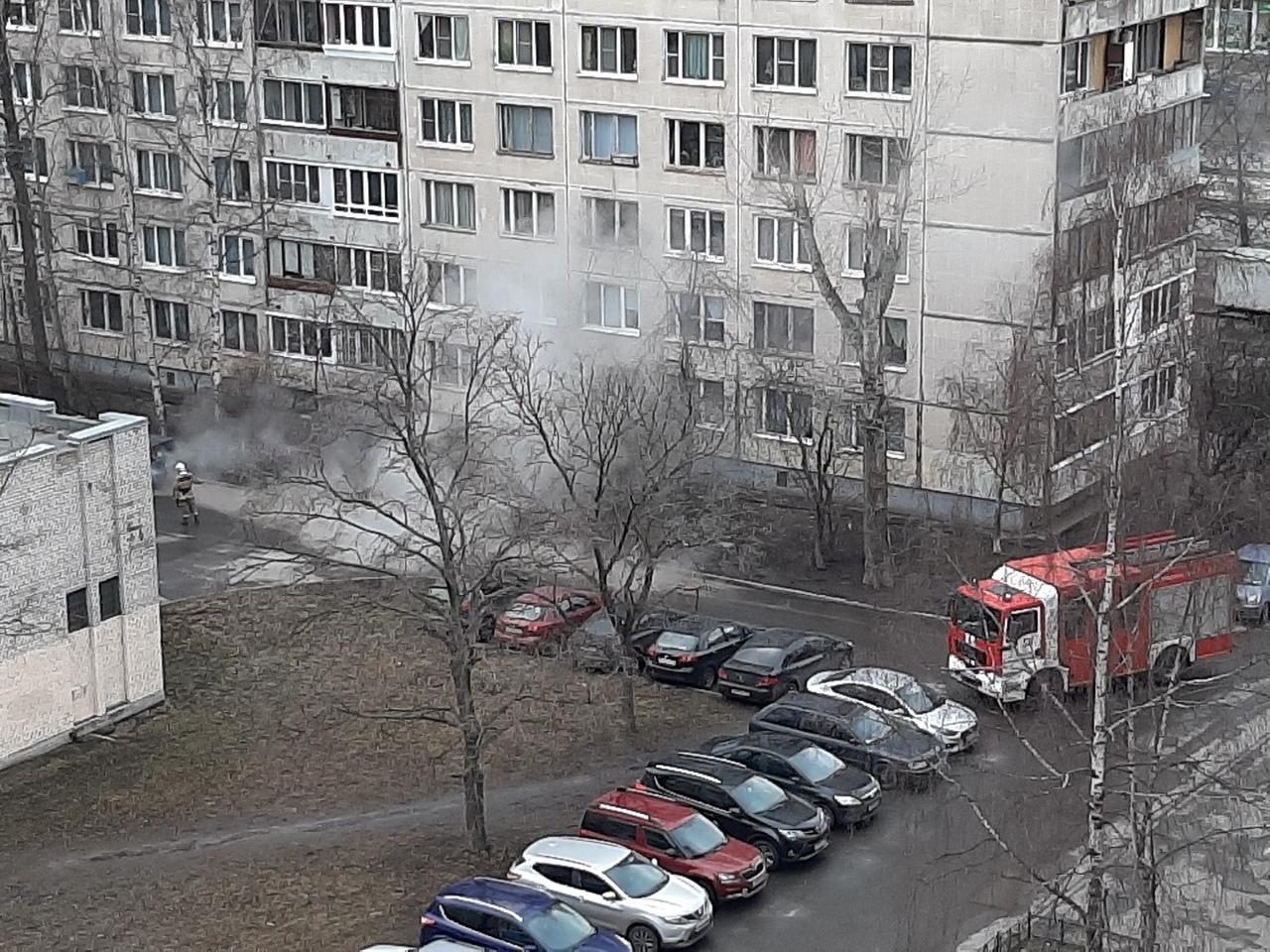 Пока глава Фрунзенского района покупает элитные дома, простые петербуржцы сидят зимой без горячей воды